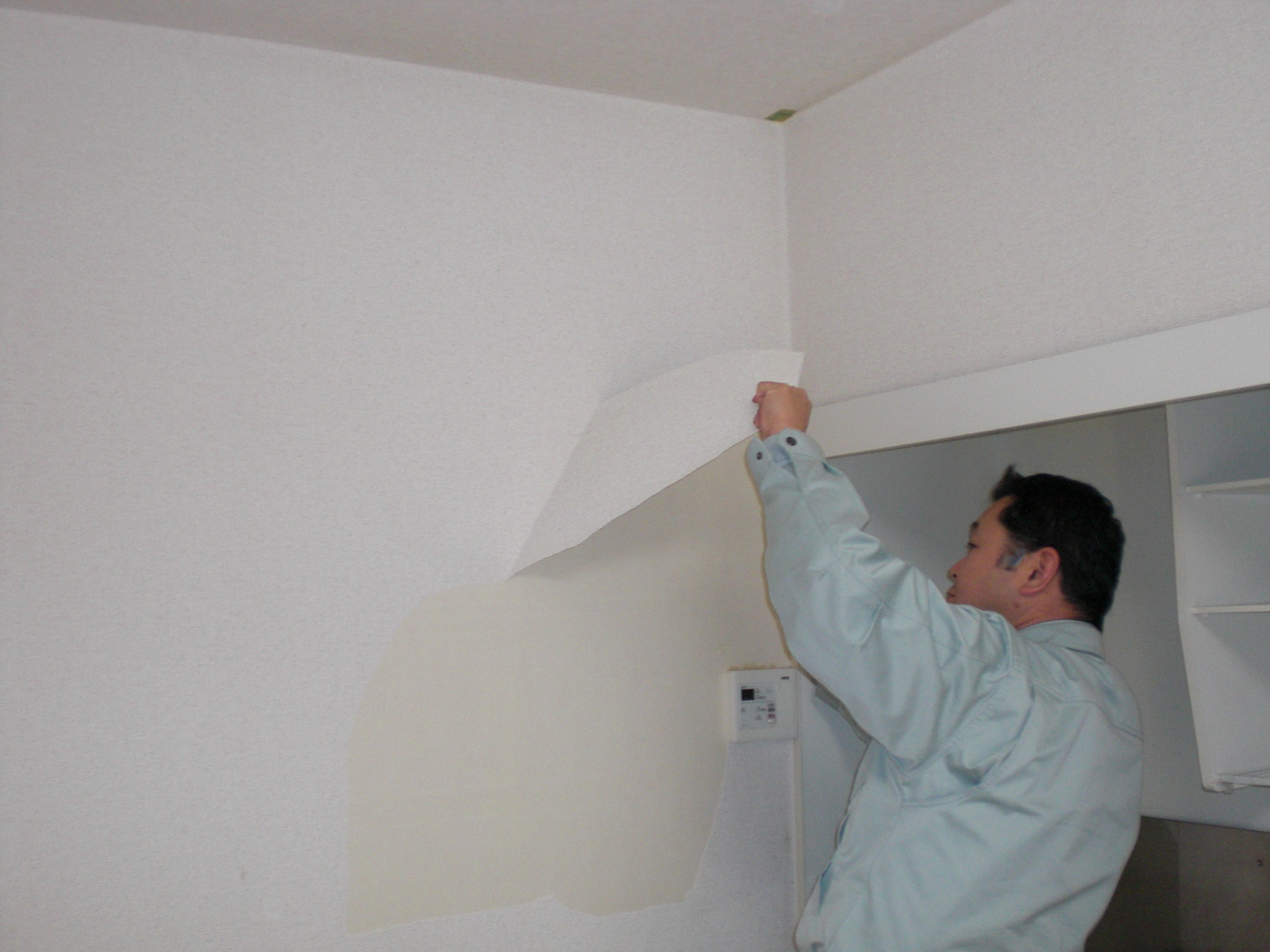 賃貸アパートの壁紙交換 お父さん向上委員会 セルフリフォーム